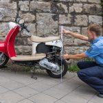 Motorroller in Weimar von PKW erfasst - Fahrerin schwer verletzt