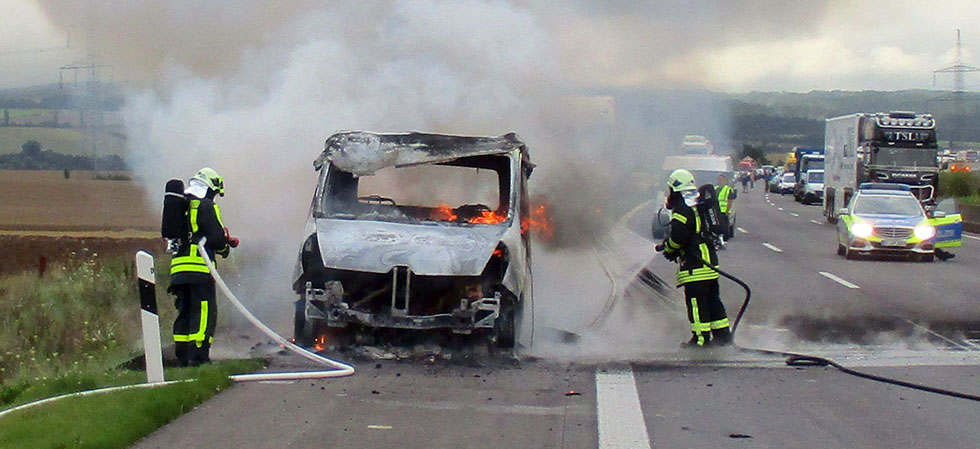 Transporter auf der A4 bei Eisenach komplett abgebrannt