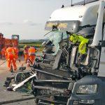 Lastzug kracht in Pannen-LKW auf A9 bei Dittersdorf