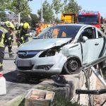 Fast abgestürzt: Zwei Verletzte nach Verkehrsunfall in Gera