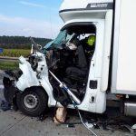 Kleintransporter fährt ungebremst in Stauende auf A4