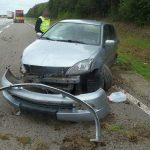 Auto auf A4 nach Reifenplatzer gegen Böschung geschleudert