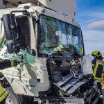 Verursacher flüchtet: Fahrer nach Unfall bei Gera eingeklemmt