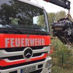 Auto landet in Gondelteich bei Kölleda - Fahrer schwer verletzt
