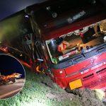 LKW kracht bei Triptis in Kleintransporter mit Schilderwagen