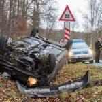 Auto überschlagen: Zwei Verletzte auf Landstraße bei Weimar