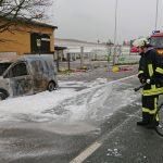 Innenraum fing Feuer: Caddy in Saara vollkommen ausgebrannt