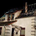 Einfamilienhaus unbewohnbar: Bewohner und Enkelin verletzt
