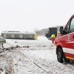 Zu schnell: LKW mit Schlachtabfällen auf der A38 umgekippt