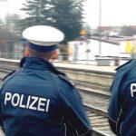 Mann setzt sich in Erfurt vor einen Zug: Bundespolizei muss ihn wegtragen