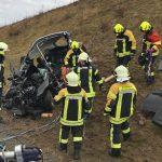 Feuerwehr befreit eingeklemmte Fahrerin nach Unfall auf A73