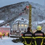 """Feuerwehr fällt Weihnachtsbaum in Suhl vor """"Friederike"""""""