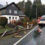 Autofahrer hinterlässt Spur der Verwüstung in Bad Lobenstein