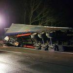 Nach Reifenplatzer: Unfall mit Lastzug auf der A9 bei Triptis