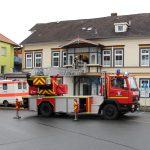 Feuerwehr unterstützt Rettungsdienst mit der Drehleiter