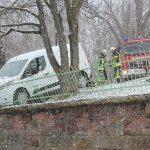 PKW rollt plötzlich los: Absturzgefährdetes Auto in Heiligenstadt