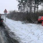 Kleintransporter landet auf A9 bei Schleiz neben der Autobahn