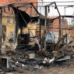 Wohnwagen und Künstler-Werkstatt bei Brand im Ilm-Kreis zerstört