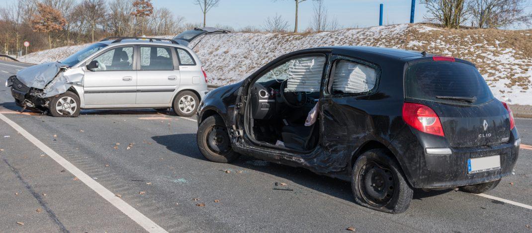 Beim Abbiegen übersehen: Heftiger Unfall bei Weimar