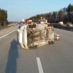 Kein Schulterblick: Auto kippt bei Unfall auf die Seite