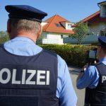 Illegale Leistungssteigerung: Polizisten demontieren Zylinderkopf von Moped