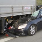 Mann schwer verletzt: Mercedes fährt auf A4 in Sattelzug