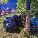Gegen Baum gekracht: Mann auf B7 bei Erfurt schwer verletzt