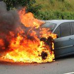 Brandgeruch und Flammen: Plötzlich brannte das Auto bei Schleiz