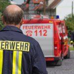 Fahrer kann Strohpresse noch abhängen: Traktor in Südthüringen abgebrannt