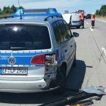 Auto kracht auf der A71 bei Erfurt in Streifenwagen