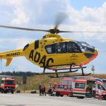Fahrer schwer verletzt: Hubschrauber landet auf Parkplatz der A9