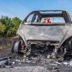 PKW brennt: Flammen greifen bei Weimar auf Böschung über