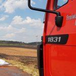 Abgestelltes Fahrzeug setzt ca. 15 Hektar Feld bei Beuren in Brand