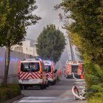 Brand in einer Lagerhalle auf dem Gelände einer Autoverwertung in Erfurt