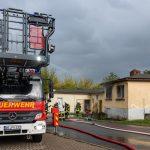 Rauch weithin sichtbar: Brand zerstört Wohngebäude in Weimar-Nord