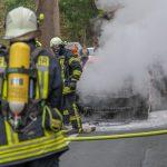 PKW brennt bei Blankenhain im Motorraum völlig aus - Fahrerin kann sich retten