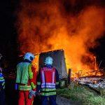 Scheune in Erfurt-Kerspleben stand innerhalb kürzester Zeit komplett in Flammen