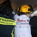 Ernstfall geprobt: Eingeklemmte Personen und brennendes Auto in Hildburghausen