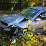 Kurz abgelenkt: 20-Jähriger fährt bei Erfurt gegen Baum