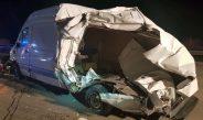 LKW kracht auf A9 gegen Pannenfahrzeug und reißt es auf