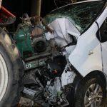 Schwerer Unfall bei Schleiz: Renault kracht ungebremst in einen Traktor