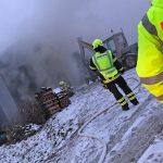 Brand einer Lagerhalle in Wurzbach – Gefahr durch Gasflaschen