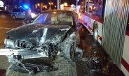 Betrunkener Verkehrsrowdy kracht in Erfurt gegen Verkehrsinsel und Linienbus