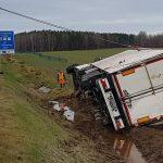 Trotz Sonntagsfahrverbot: Laster mit TV-Geräten stürzt auf der A4 bei Hermsdorf um