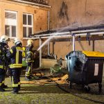Brandstiftung vermutet: Containerbrand griff auf Asylunterkunft in Weimar über