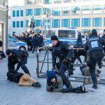 Auseinandersetzungen bei Nazi-Demo in Weimar - Polizei mit Großaufgebot im Einsatz
