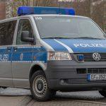 Biene verirrt sich im Hemd: Autofahrer kracht in Erfurt gegen geparkten Wagen