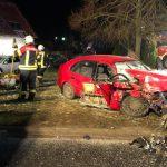 In Gegenverkehr gerutscht: Feuerwehr muss alkoholisierten Fahrer in Sättelstädt befreien