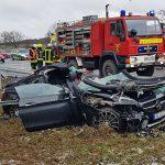 Leitplanke bohrt sich durch Mercedes-AMG: Fahrer bei Schmölln schwer verletzt