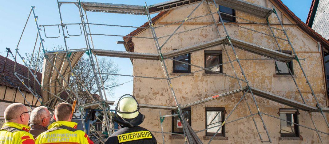 Arbeitsunfall auf Baustelle mit zwei Verletzten in Erfurt-Alach